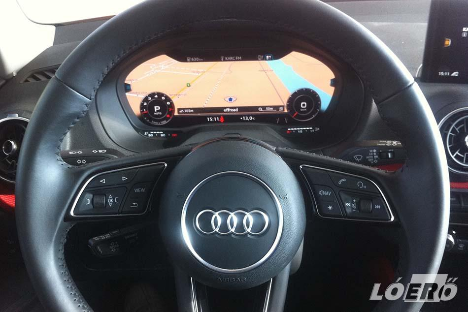Bár drága mulatság, de az Audi Q2 éke a letisztult műszerfal, a, teljesen digitális műszeregység a kormány mögött.