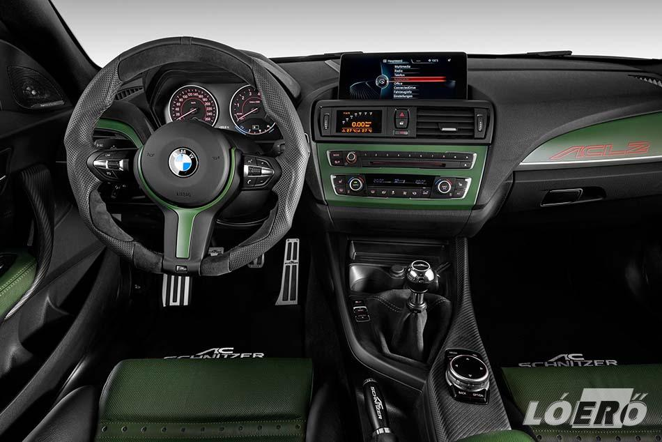 Az utastérben zöld/fekete színkombináció az uralkodó, a dekoráció szénszálas műanyag, a kormány pedig igazi furcsaság, mintha valami megrágta volna a BMW AC Schnitzer által alkotott volánjának karimáját.
