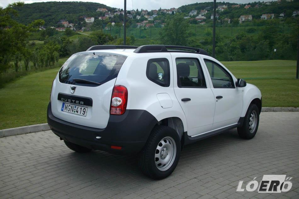 A Dacia Duster LPG helykínálata normális, elöl és hátul is jól el lehet férni, az ülések egyszerűek, de még hosszabb távokon is kényelmesek.