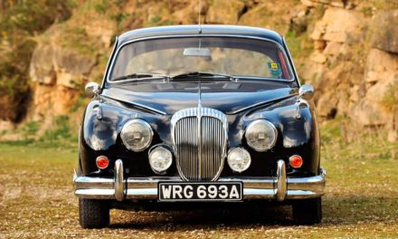 Daimler 250 V8 – Árnyékban