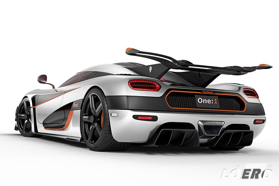 A leglátványosabb kiegészítő a hatalmas, a gyári ismertető szerint a Le Mans-i versenyautókat idéző hátsó szárny – tetszik, vagy sem, egy biztos, a Koenigsegg Agera One 1 ezzel sehol nem lesz feltűnésmentes.