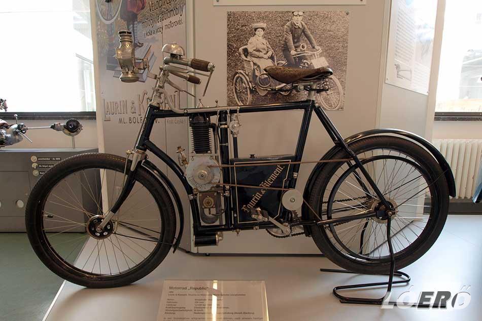 1899-ben pedig Vaclav Laurin és Klement bemutatta munkájának legújabb gyümölcsét, a segédmotoros kerékpárt.