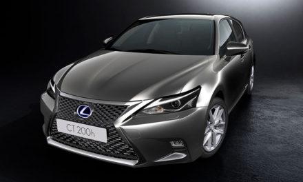 A Lexus hibrid újraöltözik