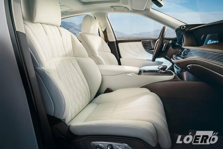 A Lexus LS 2017-es változatának tágas utastere és egyedülálló technológiái ismét kellemes meglepetéseket tartogatnak a vevők számára.