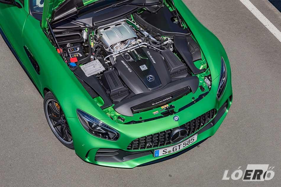 Maradt a 4,0 literes, duplaturbós V8-as a Mercedes-AMG GT R testében, de 585 lóerőre nőtt a teljesítmény és sokkal komolyabb az aerodinamika.