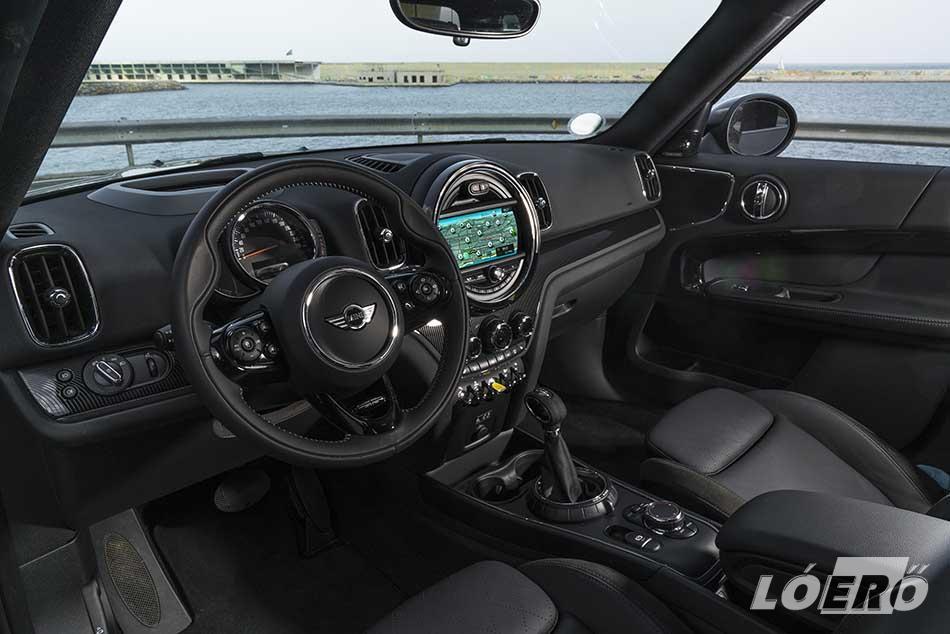 Az új MINI hybrid a brit márka egyik legnagyobb autója, ötletes helykihasználással és belső kialakítással.