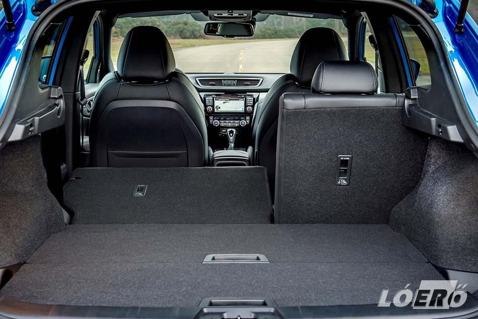 A 430 literes méretével a csomagtér kifejezetten rugalmasan használható az új Qashqai-ban, és a 60:40 arányban osztott hátsó üléssor ledöntésével akár 860 literesre növelhető.