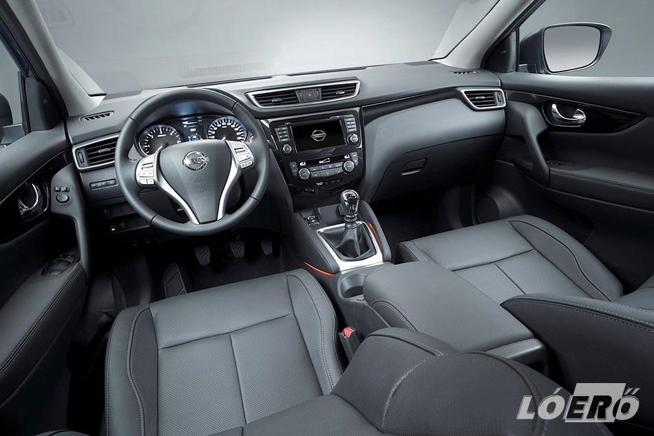 Az új Nissan Qashqai 5 colos színes TFT-kijelzője az egyik legjobb szerkezet az autóiparban, amolyan bolondbiztos szerkezet, minden ésszerű, és átláthatóan működik, amiben persze nagy segítség a magyar menü.