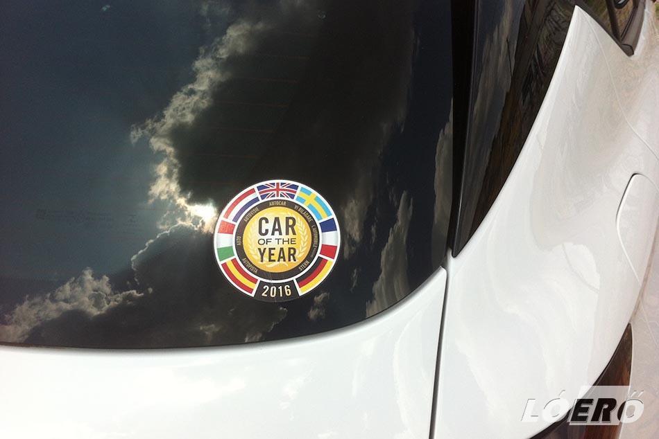 Pont olyan, mint amilyennek lennie kell egy ilyen kocsinak, nem véletlenül kapta meg tavaly az Év Autója díjat Az új Opel Astra.