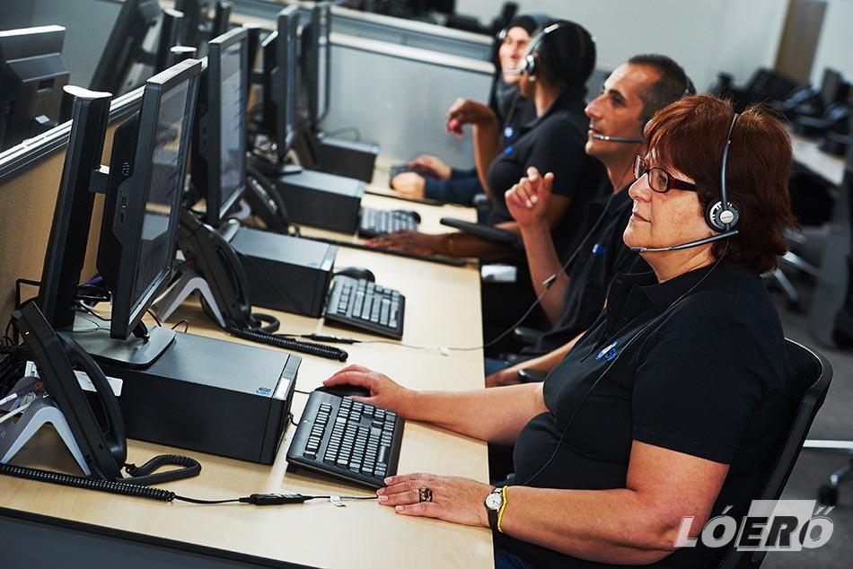 A non-stop személyi asszisztens ugyanakkor nem csak bajban érhető el, bármikor, teljesen hétköznapi segítséget is kérhetünk az OnStar munkatársaitól.