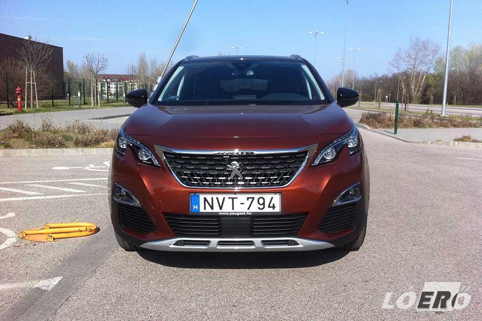 Az összkép alapján egyértelműen mutatós, stílusos autó lett az új Peugeot 3008 2017-ben