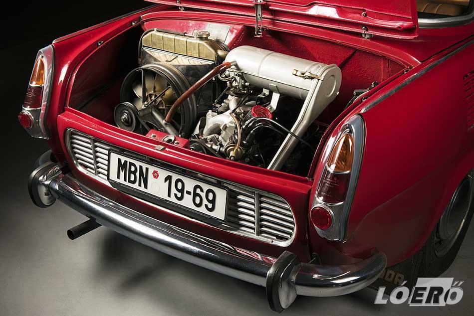 Kezdetben 1,0 literes, majd 1,1-es motor hajtotta a gyártó elegáns és ritka farmotoros kupéját, a Skoda 1000 MBX modellt.
