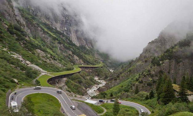 Szent Gotthárd hágó, alagút és vasút