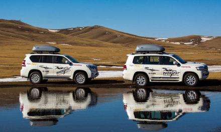Toyota Land Cruiser modellek a Mount Everesten