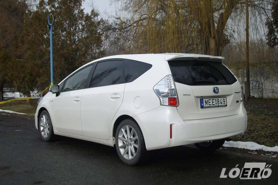 A Toyota Prius Plus csomagtartója ötüléses üzemmódban 784 literes, bár ezt valószínűleg a tetőig mérték, de a lényeg, hogy nagy.