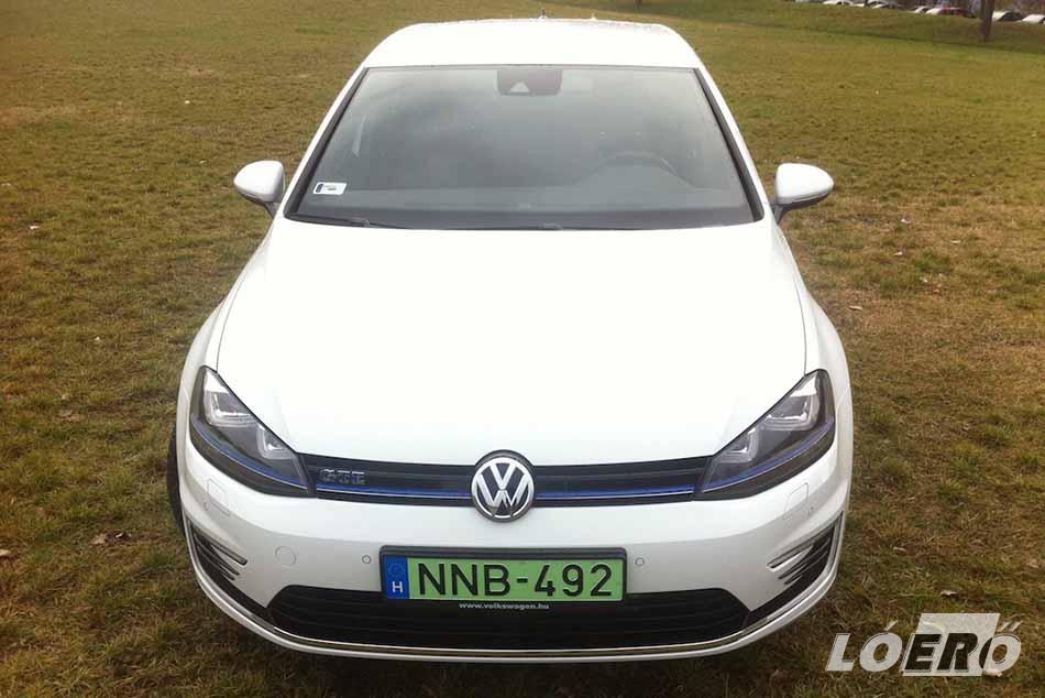 A VW GTE az elektromos Golf LED-es lámpáit kapta meg, és számos sportos elemet vett át a GTI és GTD modellektől.