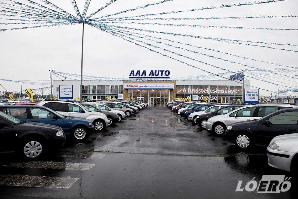 Az AAA AUTO a piaci átlagnál fiatalabb, és kevesebbet futott autókat kínál vásárlóinak.