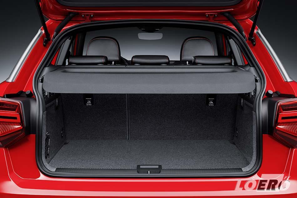 A Q2 csomagtartója 405 literes, de a hátsó ülés lehajtásával egészen 1050 literig bővíthetjük, további extraként pedig elektromos mozgatású csomagtérajtó és három részre osztott hátsó ülés is rendelkezésünkre állhat.