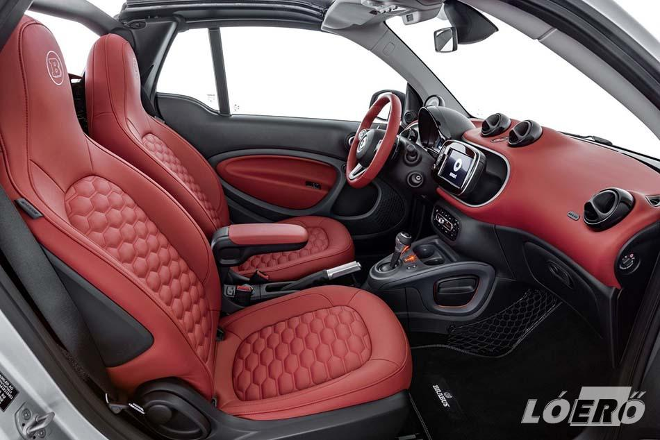 A limitált Brabus Smart különleges színkoncepciója a jármű belső terében is folytatódik a személyre szabott bőrkárpitozással.