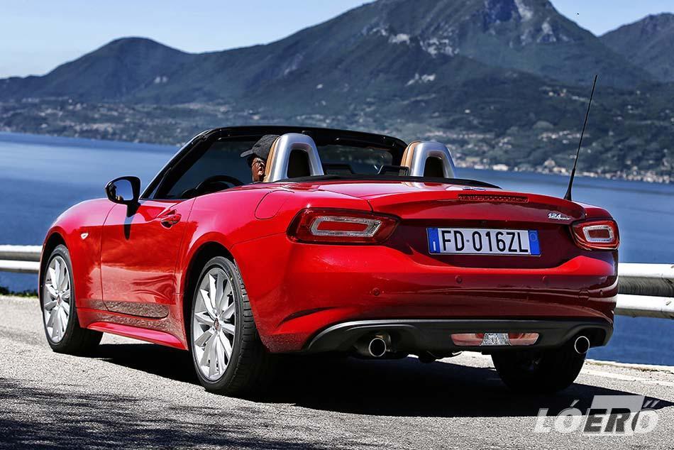 A Fiat 124 Spider bevezetésével a gyártó ismét szorítóba lépett a cabrio autók piacán.
