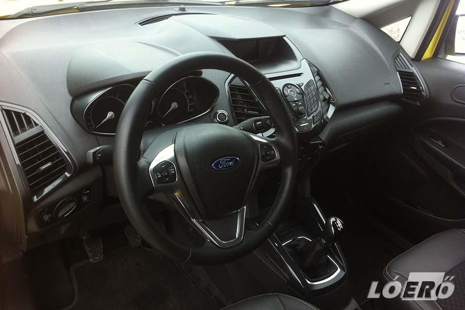 A Ford EcoSport anyagminősége, illesztései, sajnos a márkára egyáltalán nem jellemző színvonalat és egyenetlenségeket mutatnak.
