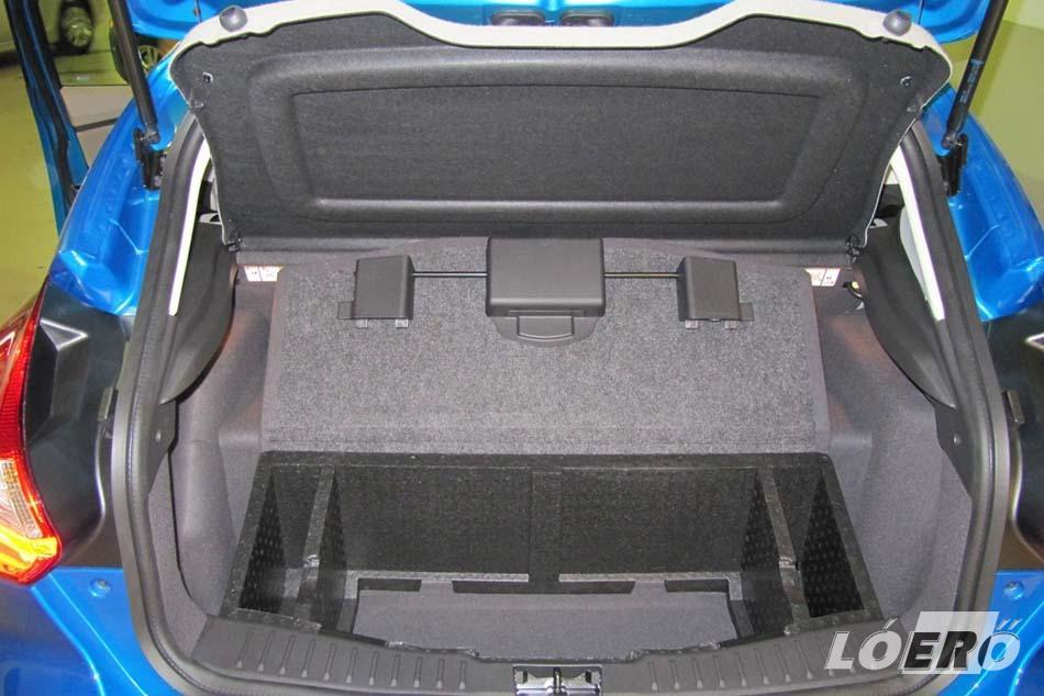 Az új Ford Focus Electric csomagtartóban elhelyezett akkumulátora 30 perc alatt tölthető fel nulláról 80 százalékos szintre.