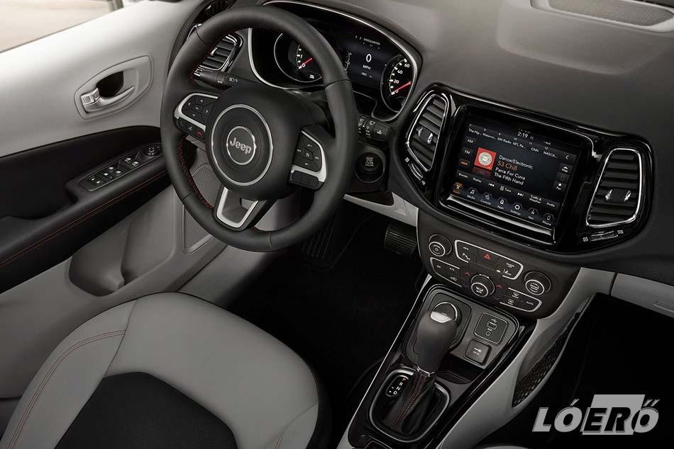 A felső kategóriás külső és belső kialakítás, valamint a prémium technológiákkal felruházott Jeep Compass 2017-es utasterét kifinomult anyaghasználat és fejlett műszaki tartalom jellemzik.