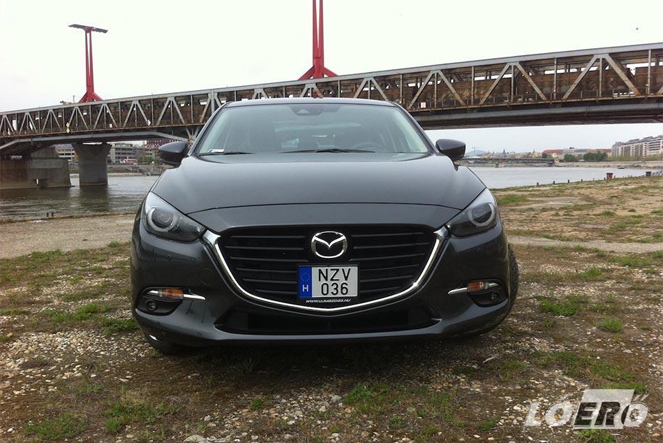 A Mazda 3 Sedan 2.0 pont az az autó, amely a legkevésbé szorult megújításra. Talán ezért is módosítottak rajta éppen annyit, hogy elmondhassák, ez kicsit más.