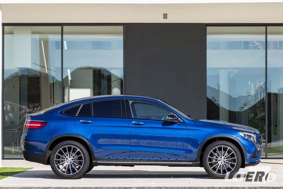 A maga 4,73 méteres hosszával, 1,6 méteres magasságával és 2,87 méteres tengelytávjával a Mercedes-Benz GLC Coupé igazán dinamikus  megjelenést kelt az emberben.