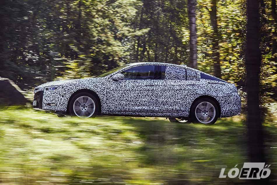Az Opel Insignia Grand Sport felépítése teljesen új, a jelenlegi modellnél 5,5 centiméterrel hosszabb, egy szűk centivel szélesebb és hárommal alacsonyabb.