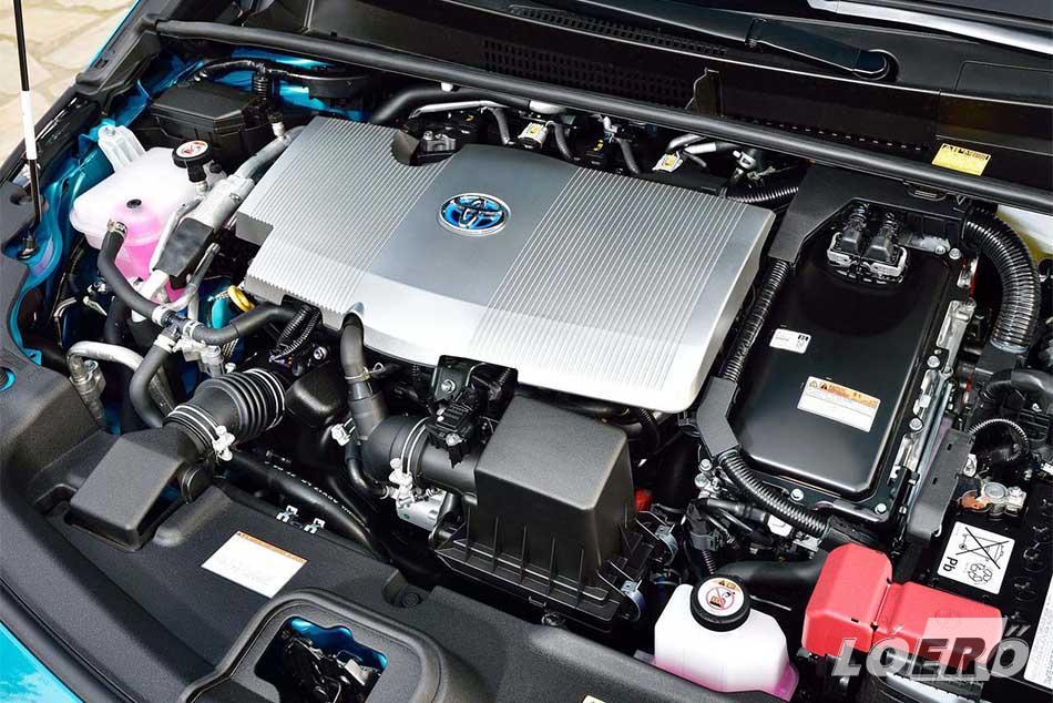Az új Prius Plug-in Hybrid hajtásáról a Toyota legújabb generációs PHV-technológiája gondoskodik, aminek segítségével egyszerre két autó előnyeit élvezhetjük. Egy kifinomult full hybrid modellt és egy teljes értékű, tisztán elektromos hajtású járművet.