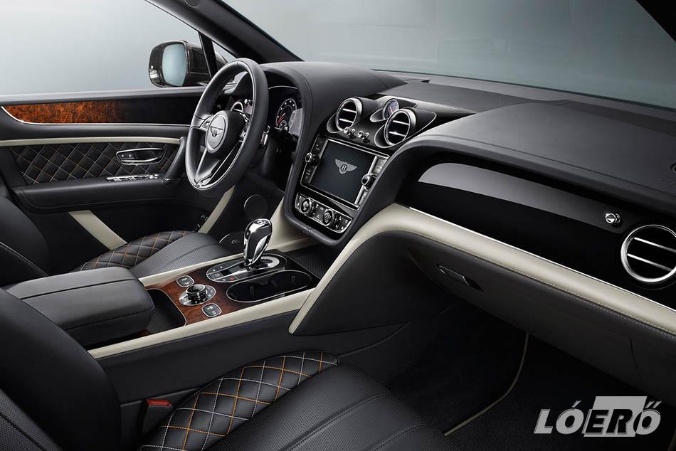 A Bentley Bentayga hátul is csak kétszemélyes, de szokás szerint a legfinomabb Conolly bőr borít mindent.