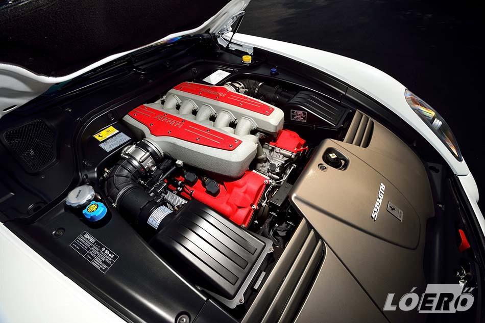 Komoly gyűjteménybe való tuninggép a Ferrari 599 GTO, a maga kis 6,0 literes, 635 lóerős V12-es orrmotorjával.