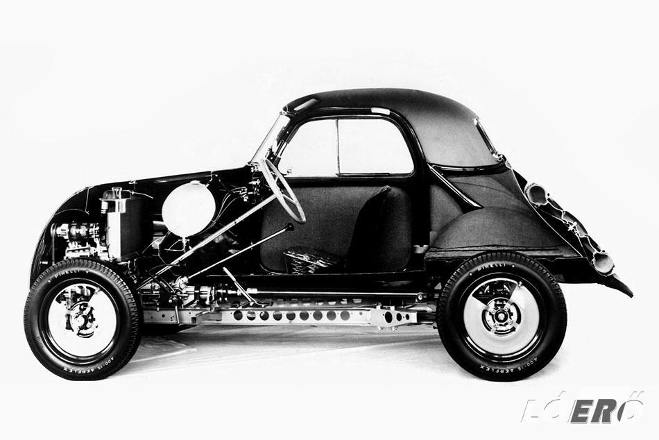 A Fiat Topolino motorját teljesen előre kellett tolni, hogy a vezető és az első utas lábainak legyen helyük, ezáltal a végtagok benyúlhattak a kívülről gépháznak látszó térbe.