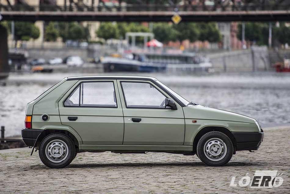 A Skoda Favorit volt a cseh gyártó első modellje, mely mind motorikusan, mind külsőségeiben próbált megfelelni az akkori nyugat-európai trendeknek.