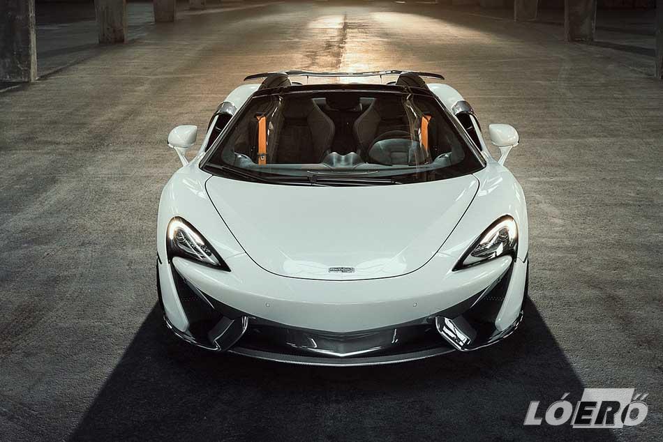 Az első szplitter nem csak sportosabb fazont ad, több leszorító erőt is termel a McLaren 570S Spider számára.