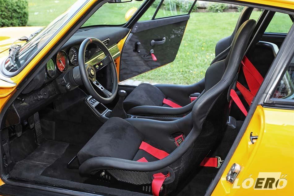 A Porsche 964 vázszerkezete komplett rozsdavédelmet és alapozást kapott, pluszban pedig bukócső került az utastérbe.