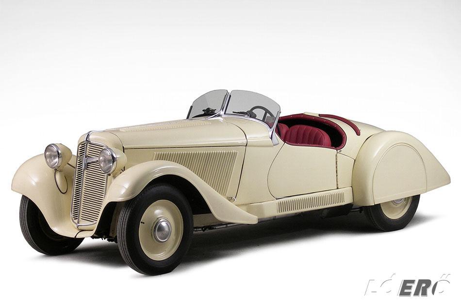 Olcsónak szánt, fronthajtású német kisautók az 1930-as évekből. Ezt hozta el Európába az Adler Trumpf.