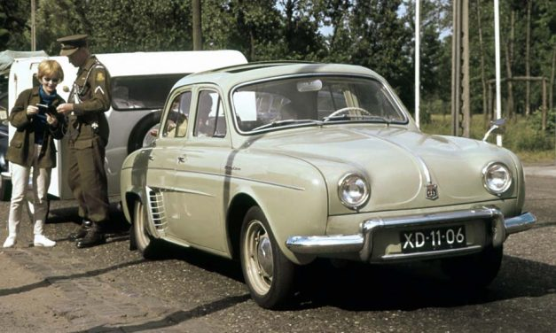 Renault Dauphine 1956 – Franciakenyér