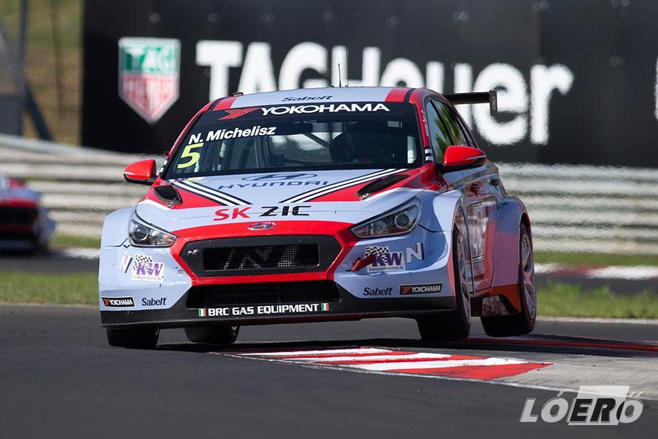 A WTCR Hungaroringen rendezett szombati versenyén a harmadikként végzett Michelisz, és a vasárnapi időmérőn sem talált legyőzőre