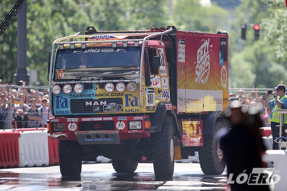 A kamionosoknak nem kellett külön reklám – a hatalmas járművek már a méreteikkel ellopták a show-t.