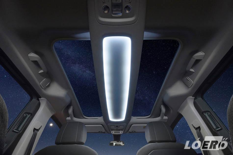 Az opcionális panoráma-napfénytető világossá teszi az Opel Combo Life utasterét, látni engedi a csillagfényes égboltot, ha viszont túl erős a napsütés, aktiválhatjuk az elektromos árnyékolót.