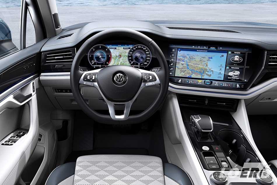 A VW Touareg 2018-as generációja valóban prémium belsőt kapott, és gyakorlatilag napjaink összes kütyüjével felvértezték.
