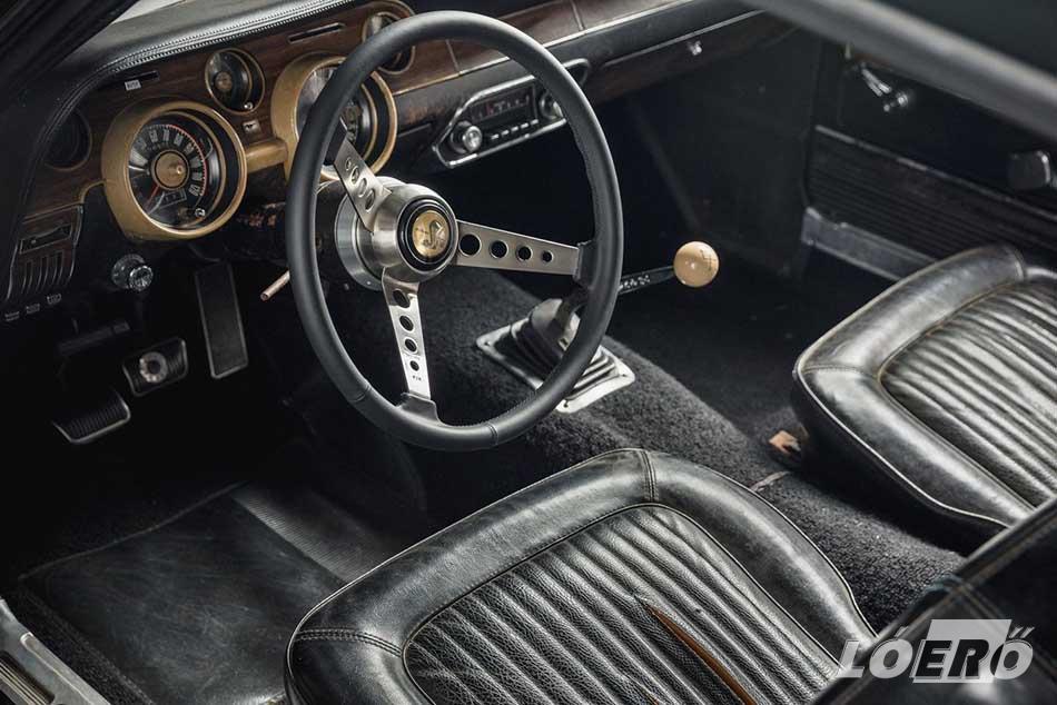 A lemezeken a mai napig ott vannak a Ford Mustang GT Fastback 1968-as forgatási sérülései és a kamerák rögzítési pontjai.