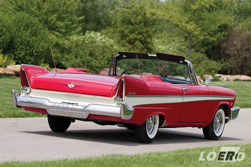 1957-ben a korábbi diszkrét fecskefarkakat hatalmas uszonyok váltották le a Plymouth Belvedere testén.