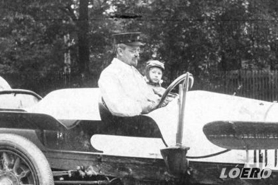 Mai értelemben August Horch az AUDI AG alapítójának számít. Úttörő autóipari mérnök volt, aki megértette, hogyan érhető el figyelemre méltó technikai innováció az elszántság révén.