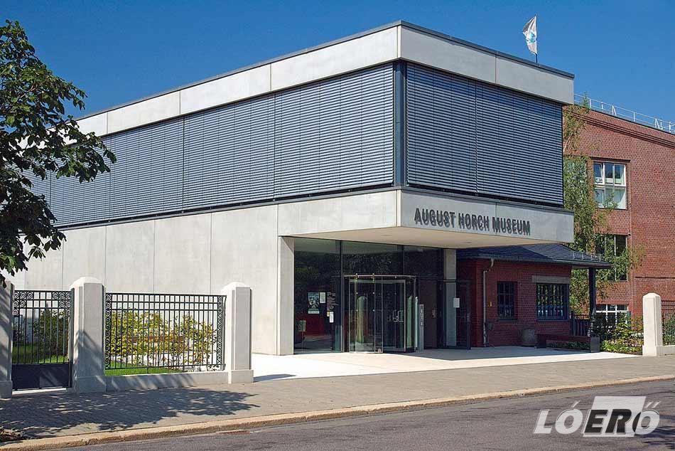 A németországi Zwickau városában az August Horch Múzeum őrzi tovább nevét és munkásságát.