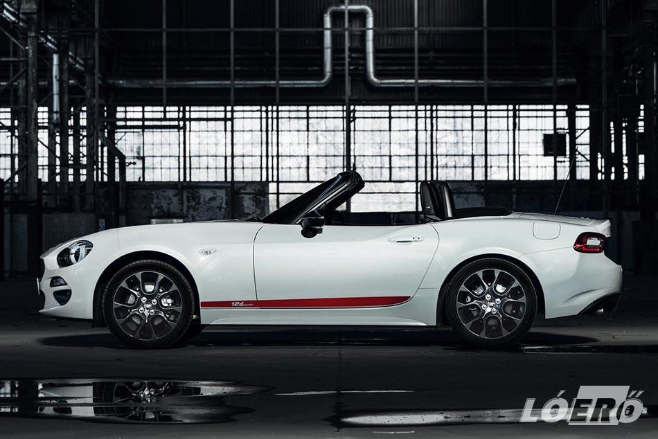 A kis Fiat 124 cabrio nem csak a szemnek jól eső látvány, de a kényelem mellett technikailag is sokat nyújt.