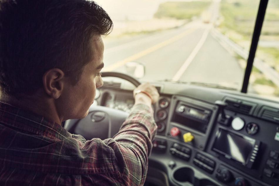 A klasszikus és vezeték nélküli tolatókamera rendszer megoldások sokat segíthetnek a balesetmentes manőverezésben.