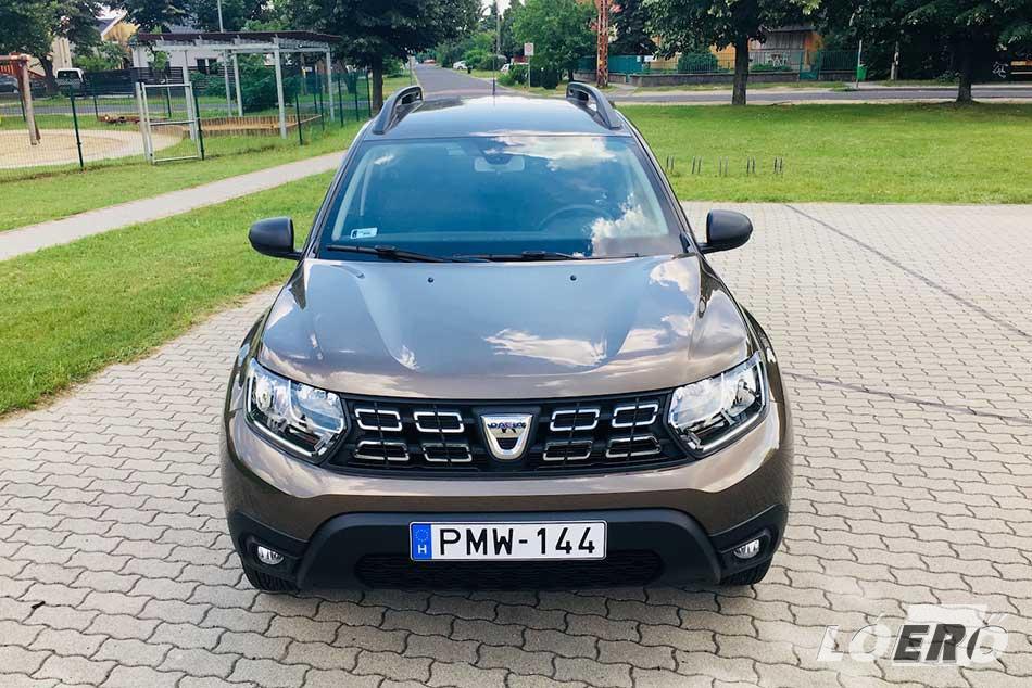 A Dacia Duster teszt során nálunk járt autó karaktere valóban kísértetiesen hasonlít a most kifutó változatéra, mégsem egyezik egyetlen eleme sem.